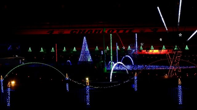 Speedway Christmas.Charlotte Motor Speedway Lights Up For Christmas