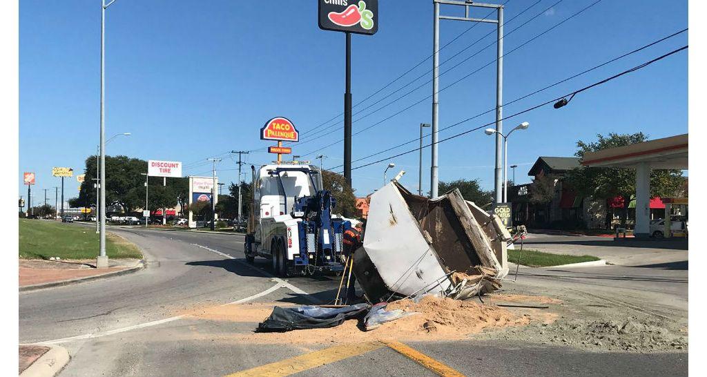 Semi Truck Loses Trailer Near I 35 In New Braunfels
