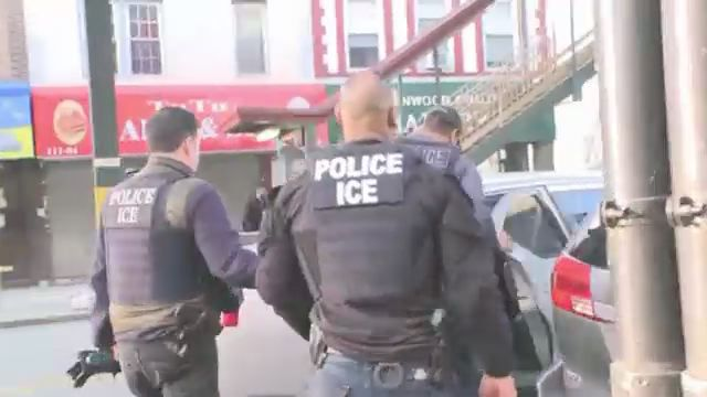 Local Politicians Say Immigration Officers Should Wear Body Cameras