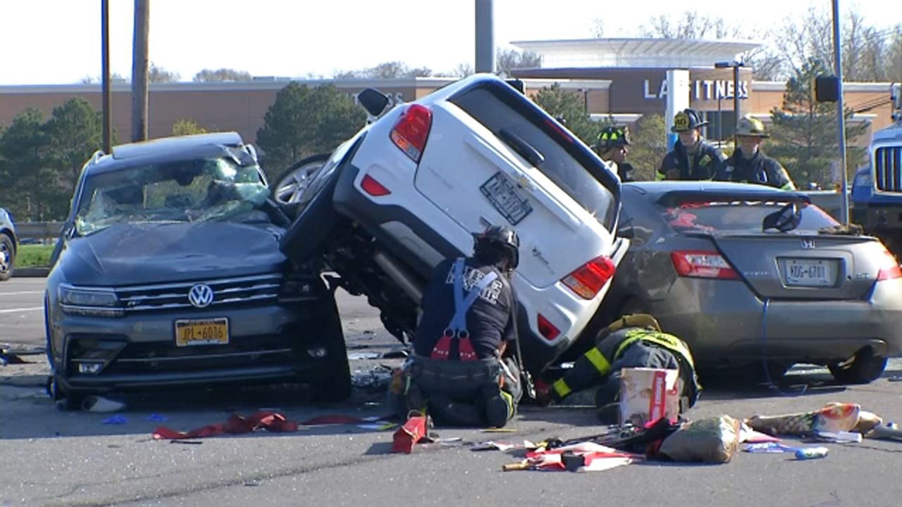 Rescue crews pull 5 people from 3-car crash in Irondequoit