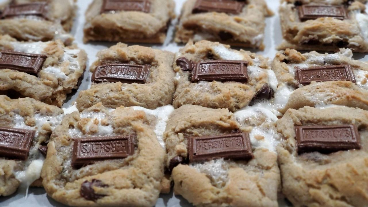Young Queens Baking: Sisters start homemade cookie business