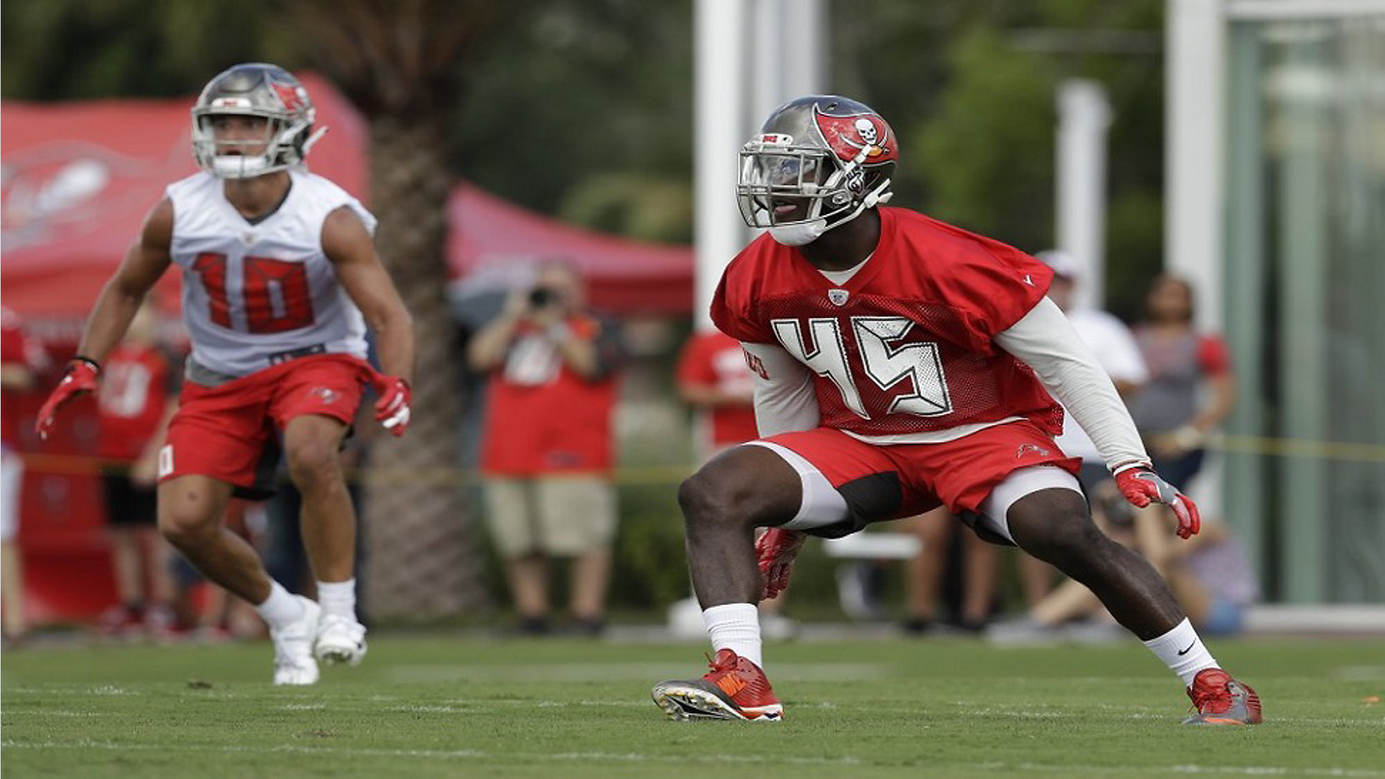 buy online 4b429 d3e22 Rookie White Embracing Role as Leader of Buccaneers Defense