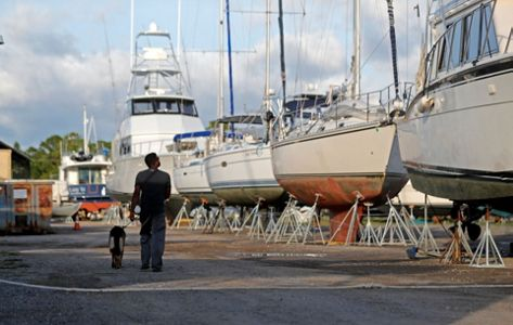 Gordon slams Gulf Coast with tropical-force winds, rain