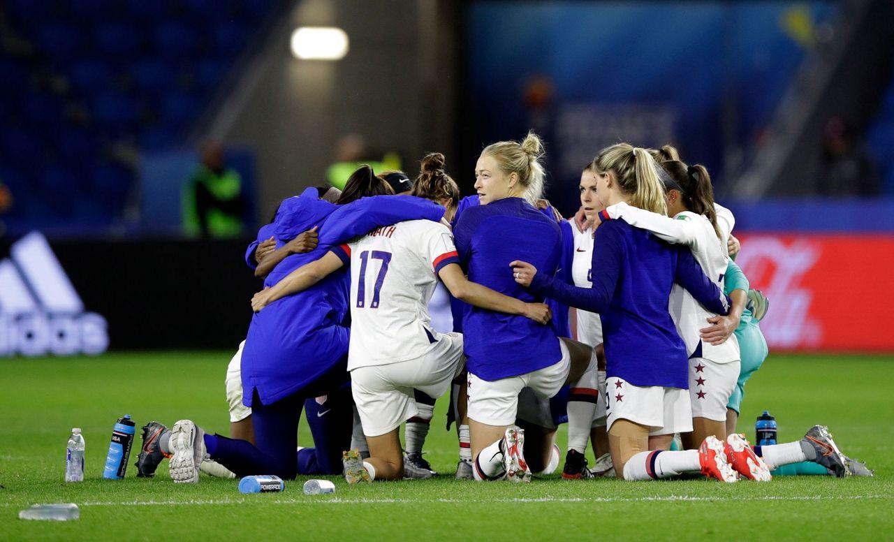 womens football teams arrive - 1200×675