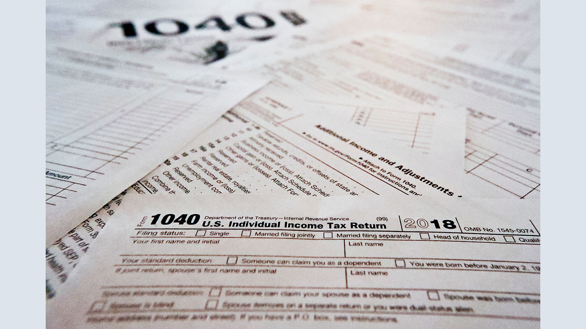 Average tax refund down 8 7 pct  from year ago, IRS reports