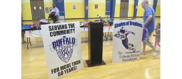 36e7bc6a52d LeSean McCoy Foundation Gives Back to Buffalo Families