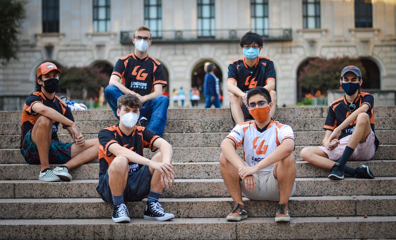 League of Legends team pictured on steps. (Spectrum News 1)