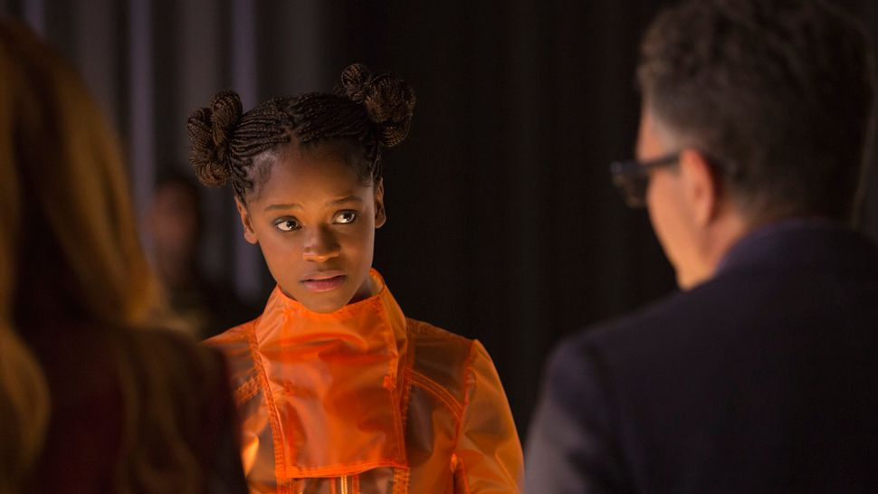 Marvel Studios' AVENGERS: INFINITY WAR.Shuri (Letitia Wright) and Bruce Banner (Mark Ruffalo). Photo: Chuck Zlotnick. ©Marvel Studios 2018