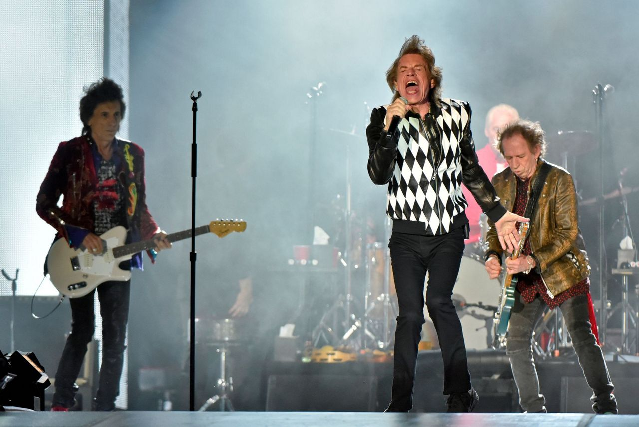 rolling stones return to stage tour after mick jagger mends. Black Bedroom Furniture Sets. Home Design Ideas