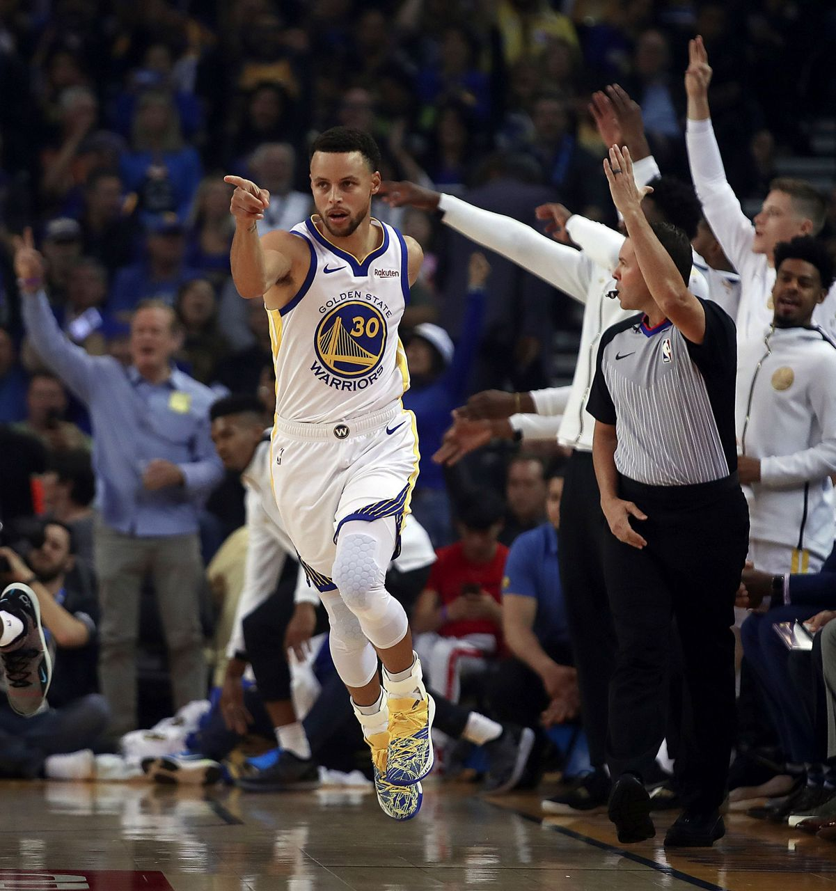 Warriors Full Game Highlights Game 3: Curry, Durant Lead Warriors Past Thunder In Festive Opener