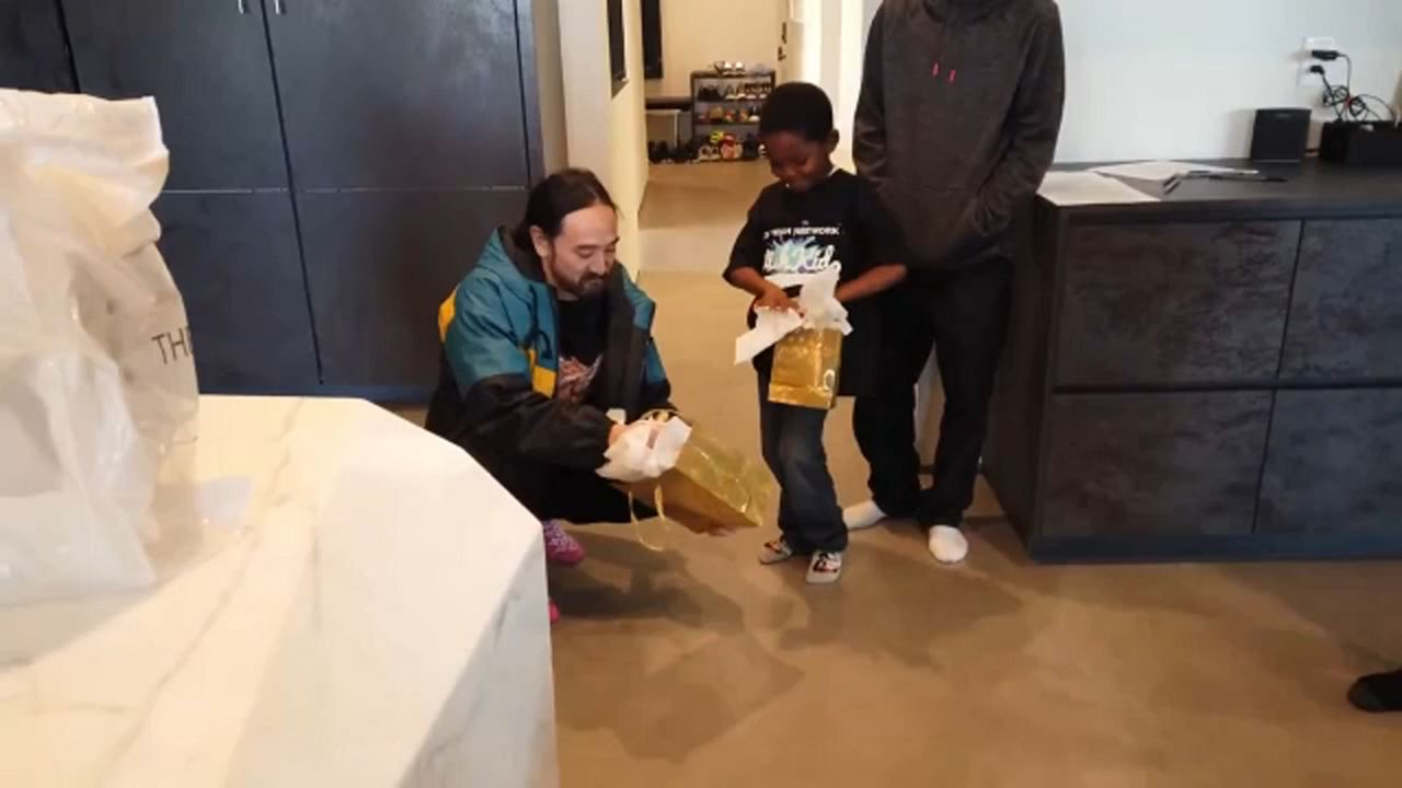Young Aspiring DJ Spends the Day With Steve Aoki - Spectrum News
