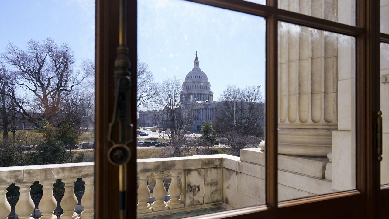 Democratic Leaders, Sen. Manchin Reach Unemployment Benefits Deal for COVID Relief Bill