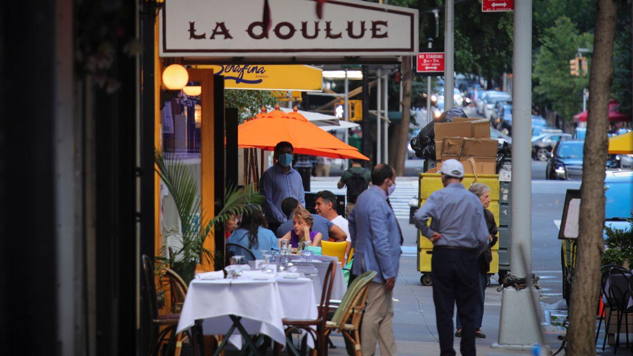 Aumentan las calles abiertas y restaurantes al aire libre en NYC