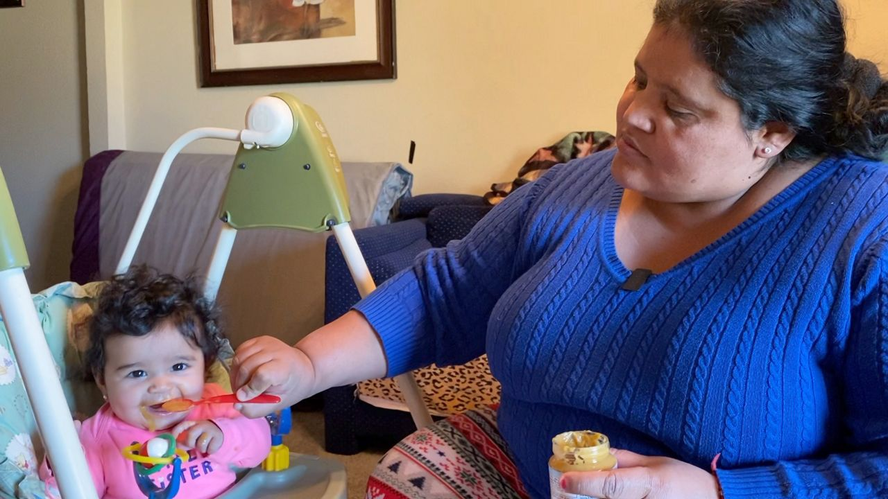 Wendy Figueroa and Baby Alexa (Lupe Zapata/Spectrum News 1)