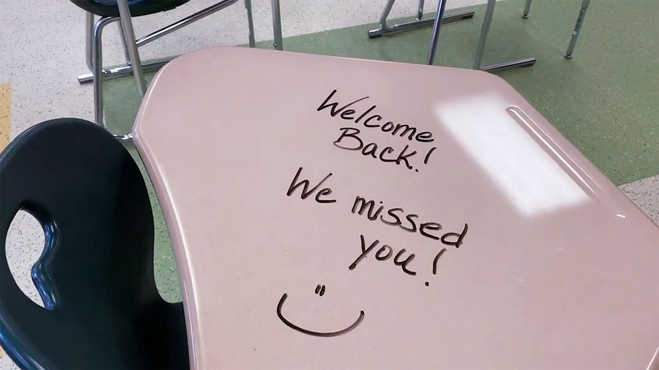 "A desk that says ""welcome back! We missed you!"""