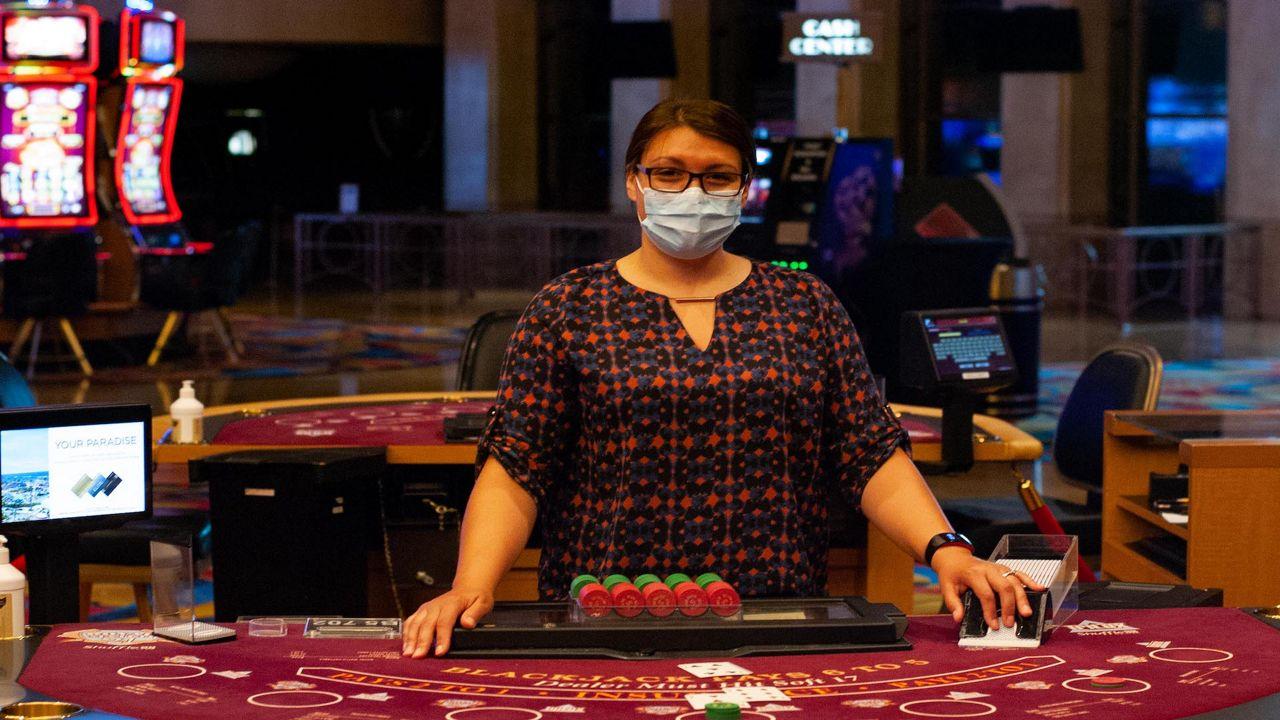 casino tables dealer