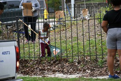 Child helps clean up Keep Cincinnati Beautiful community (Casey Weldon | Spectrum News 1)