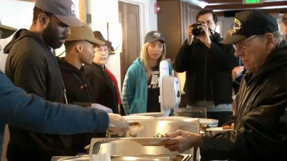 Boxers Serve Meals to Veterans