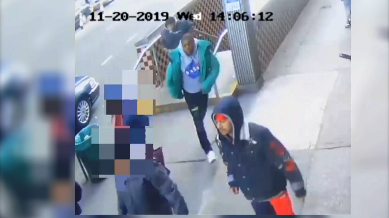 NYPD: Trio Wanted for Assaulting Couple on 'E' Train