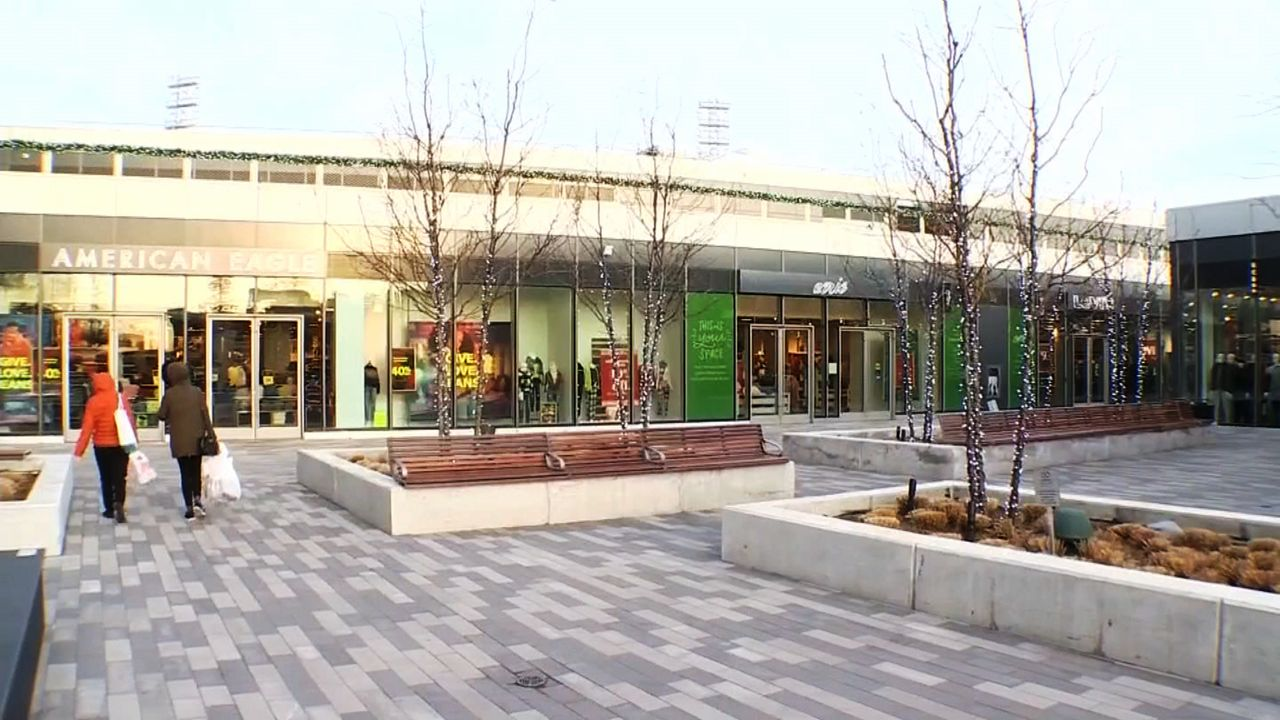Staten Island's Empire Outlets Make Black Friday Debut