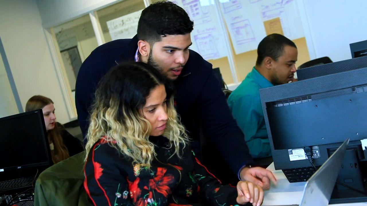 Cómo conseguir un empleo bien pagado en el sector tecnológico