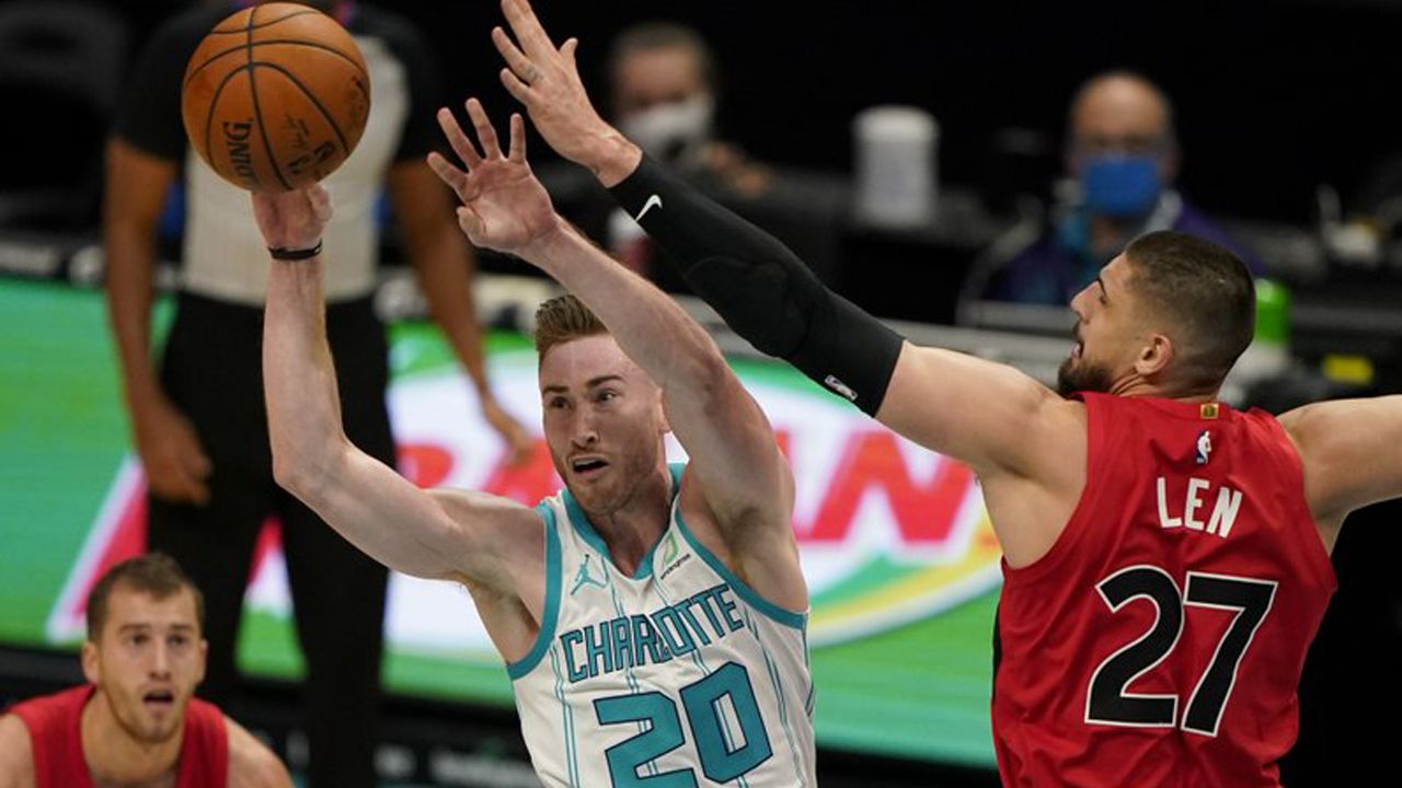 Hornets Gordon Hayward Day To Day After Fracturing Finger