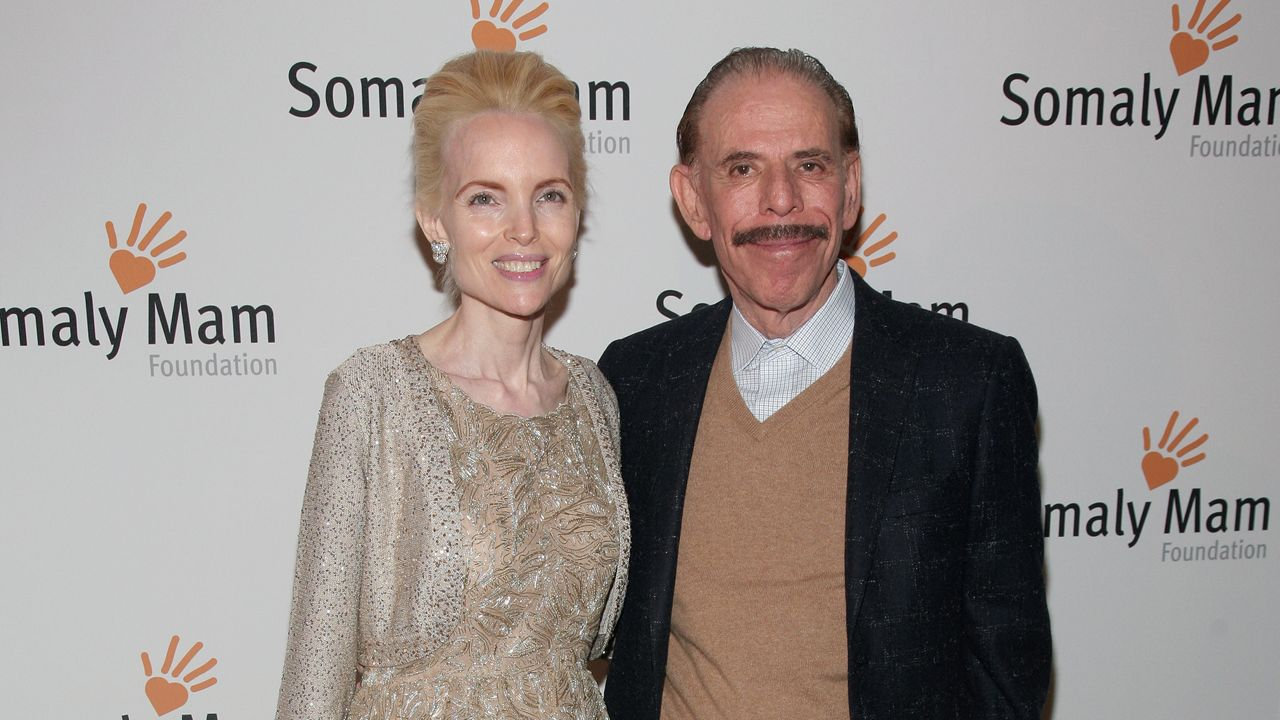 Nypd Wife Of Famed Artist Peter Max Takes Her Own Life