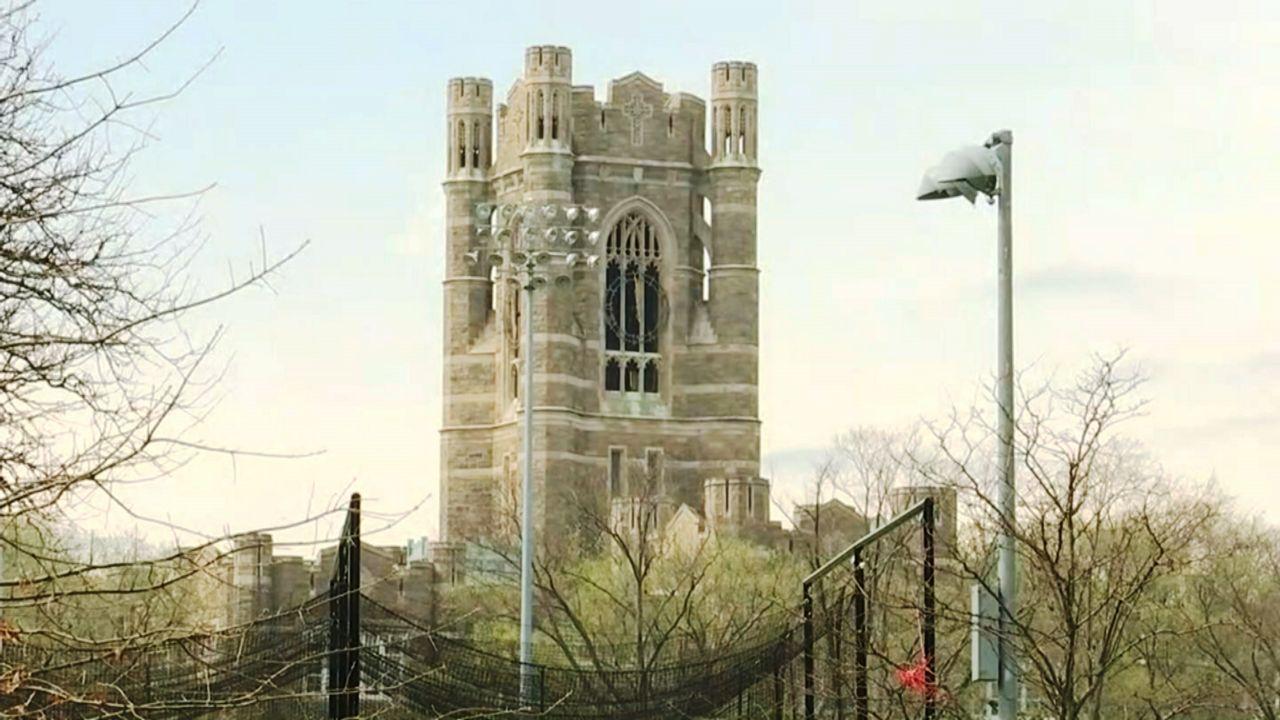 foto de Fordham University Student Fatal Fall from Clocktower