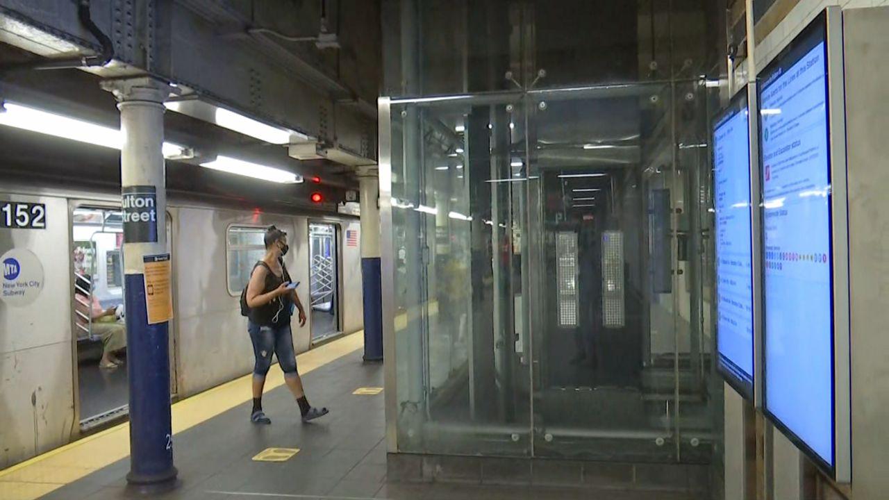 MTA instalará pantallas digitales dentro de vagones del metro