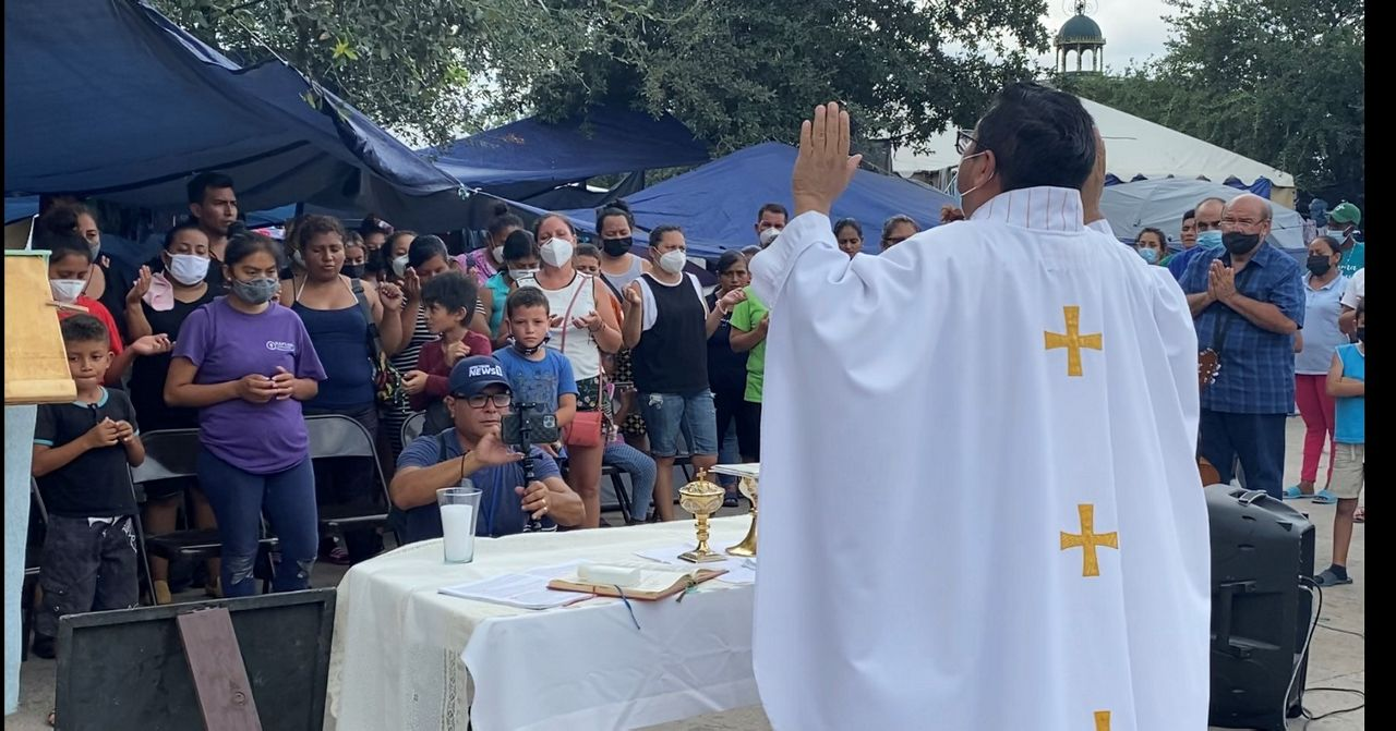 Mass is celebrated in Reynosa's Plaza de la República square. (Spectrum News 1/Adolfo Muniz)