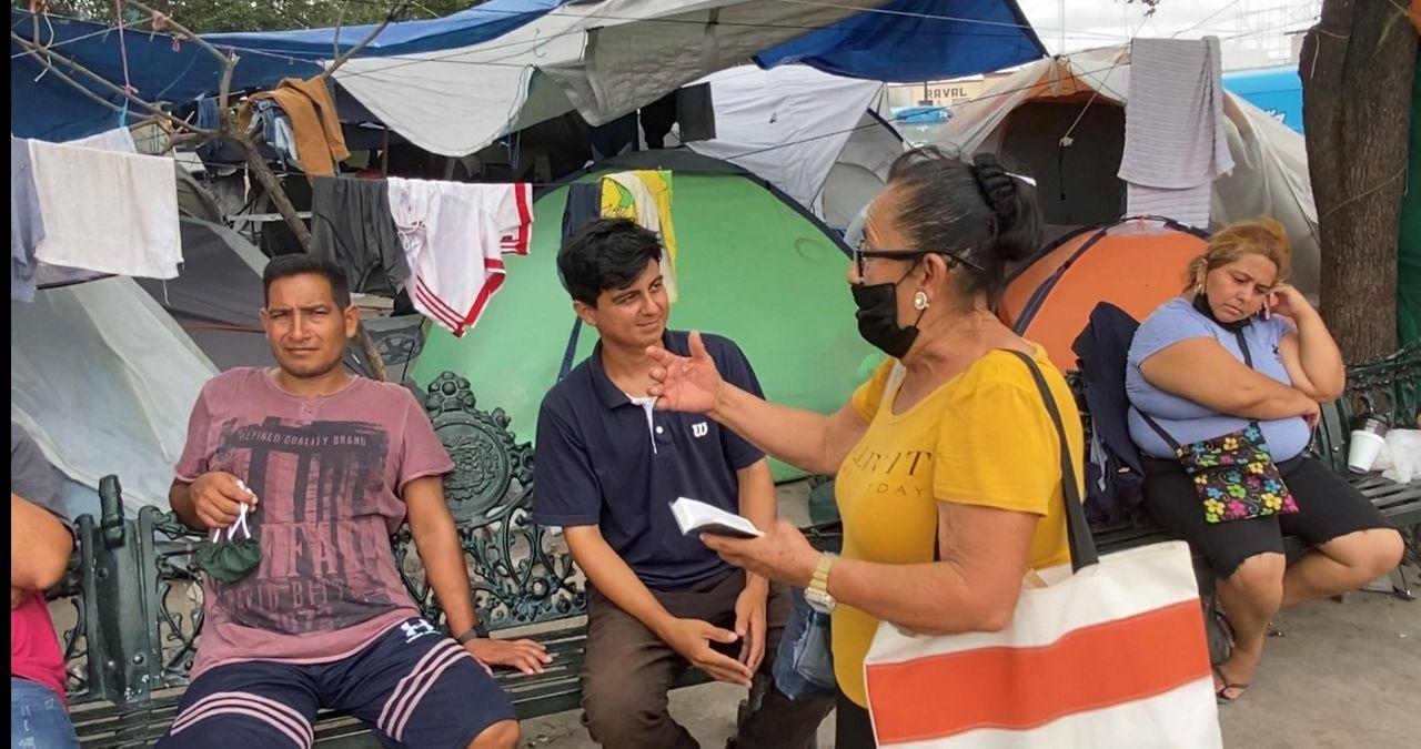 An evangelical preacher admonishes migrants. (Spectrum News 1/Adolfo Muniz)