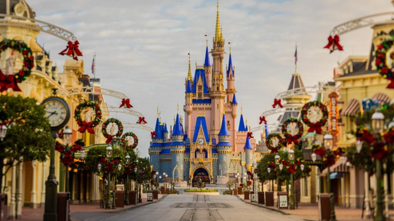 Disney World Christmas Packages 2021 Disney World Gets Into The Holiday Spirit