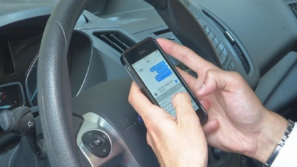 Texting While Driving >> Texting While Driving Is Now Illegal In Florida