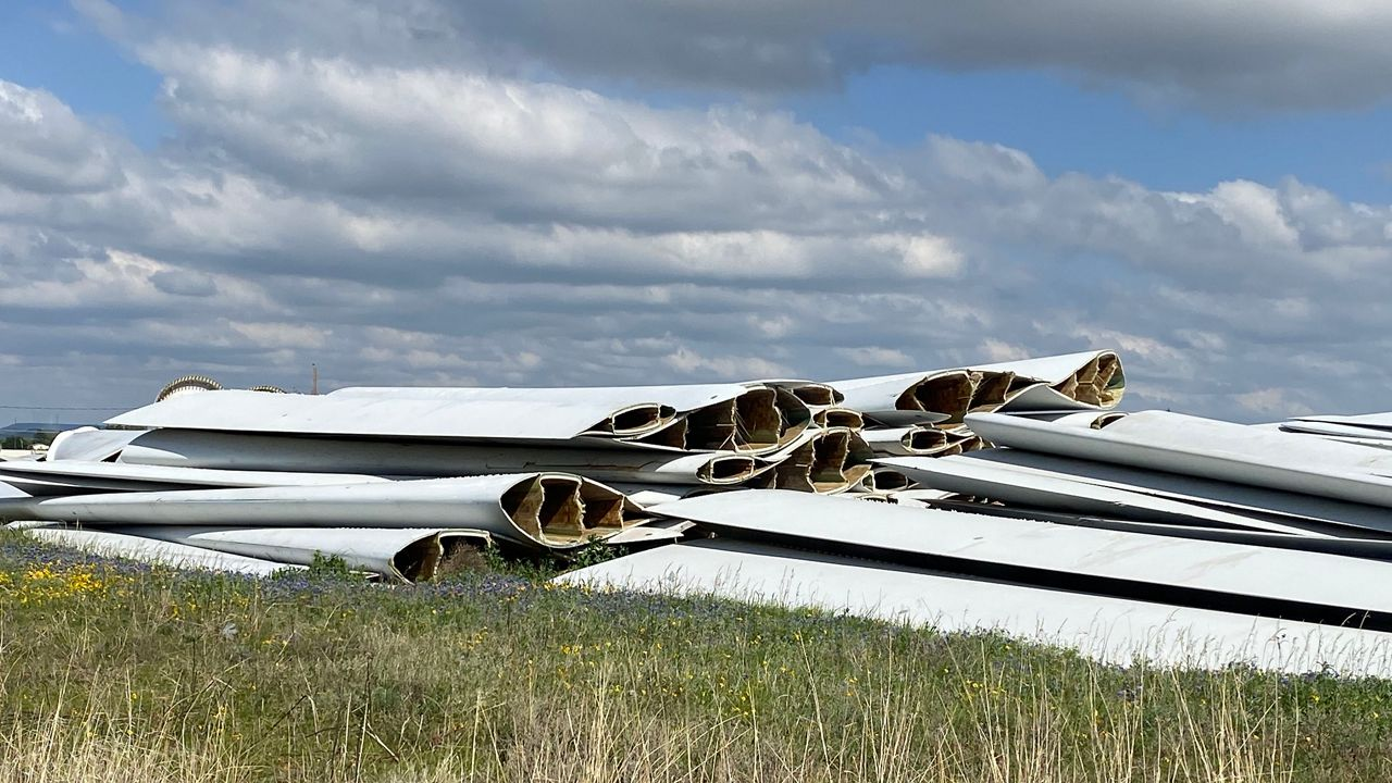 What should Texas do with its old wind turbine blades?