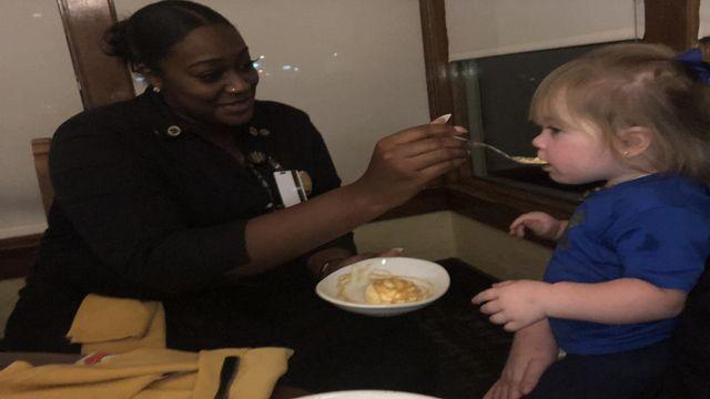 greensboro olive garden waitress helps overwhelmed mother - Olive Garden Greensboro