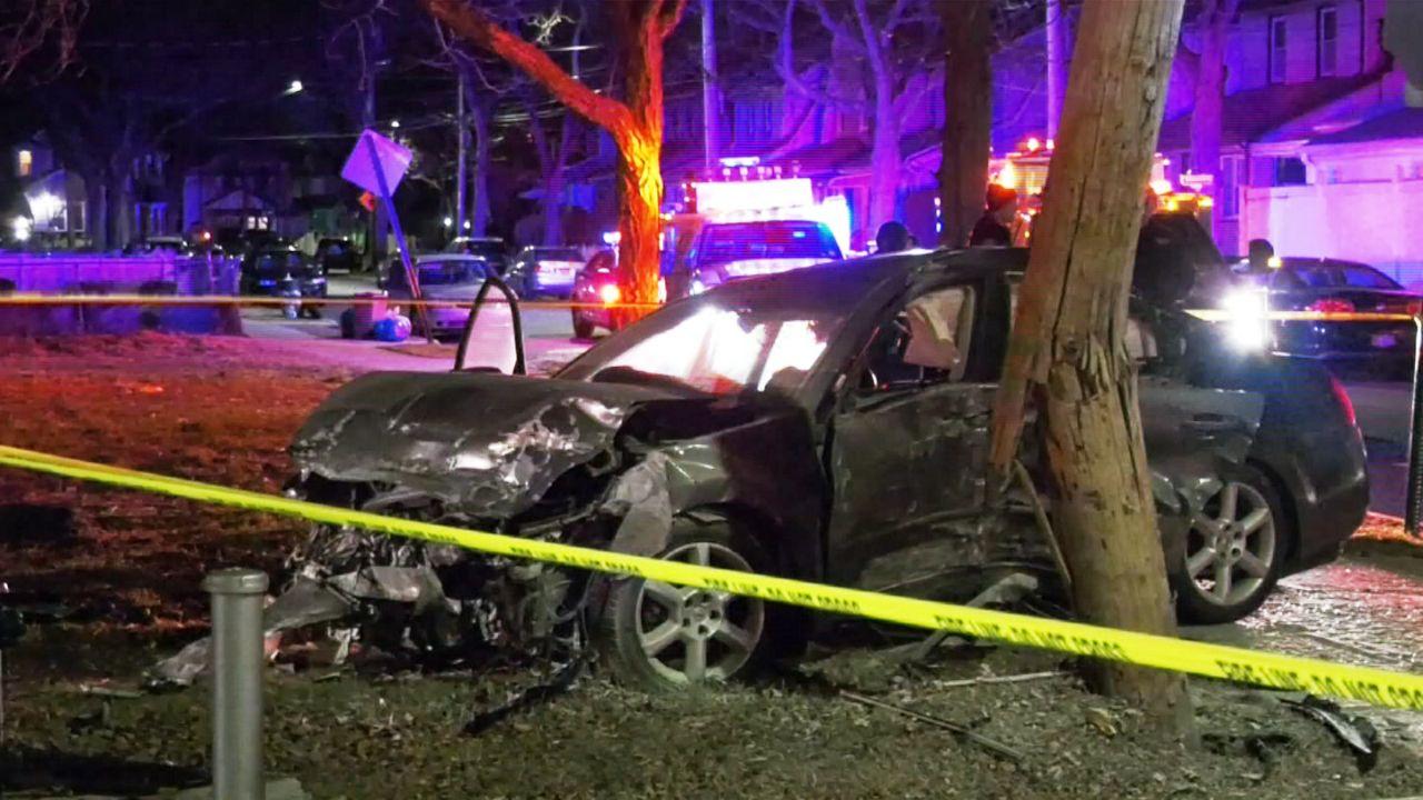 Impacto vehicular en Queens deja tres heridos de gravedad