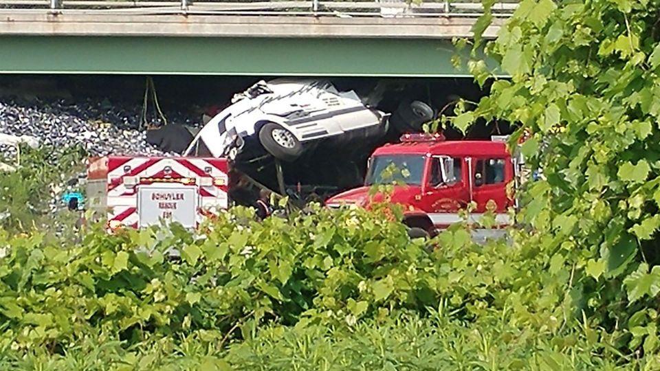 One dead after Thruway tractor-trailer crash near Utica