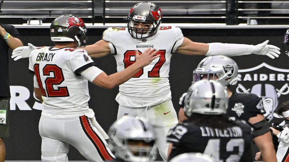 Brady's Four Touchdown Passes Lead Bucs Past Raiders, 45-20