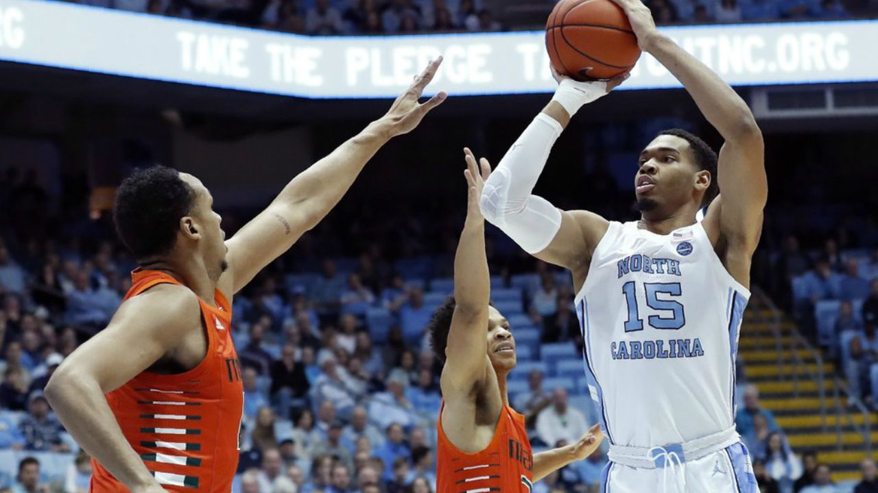 Robinson Helps UNC Beat Miami 94-71 to End 5-Game Skid