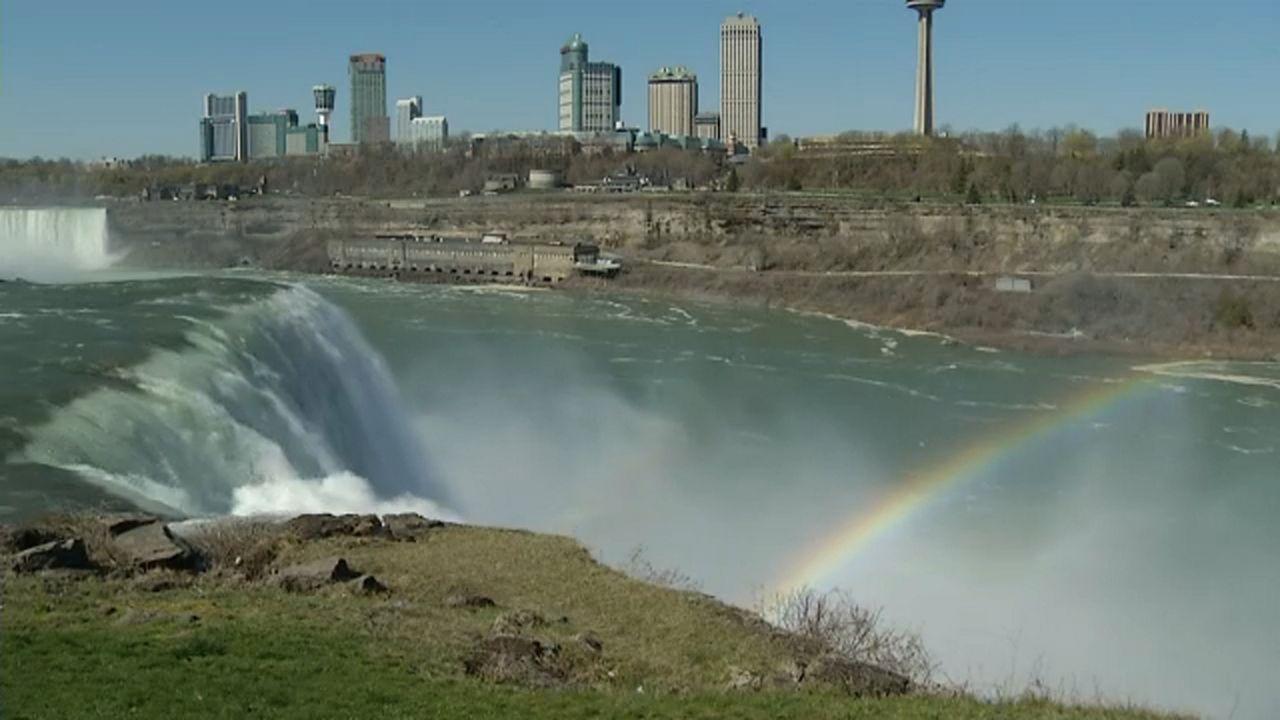 Niagara Falls to turn turquois Monday for lung cancer awareness