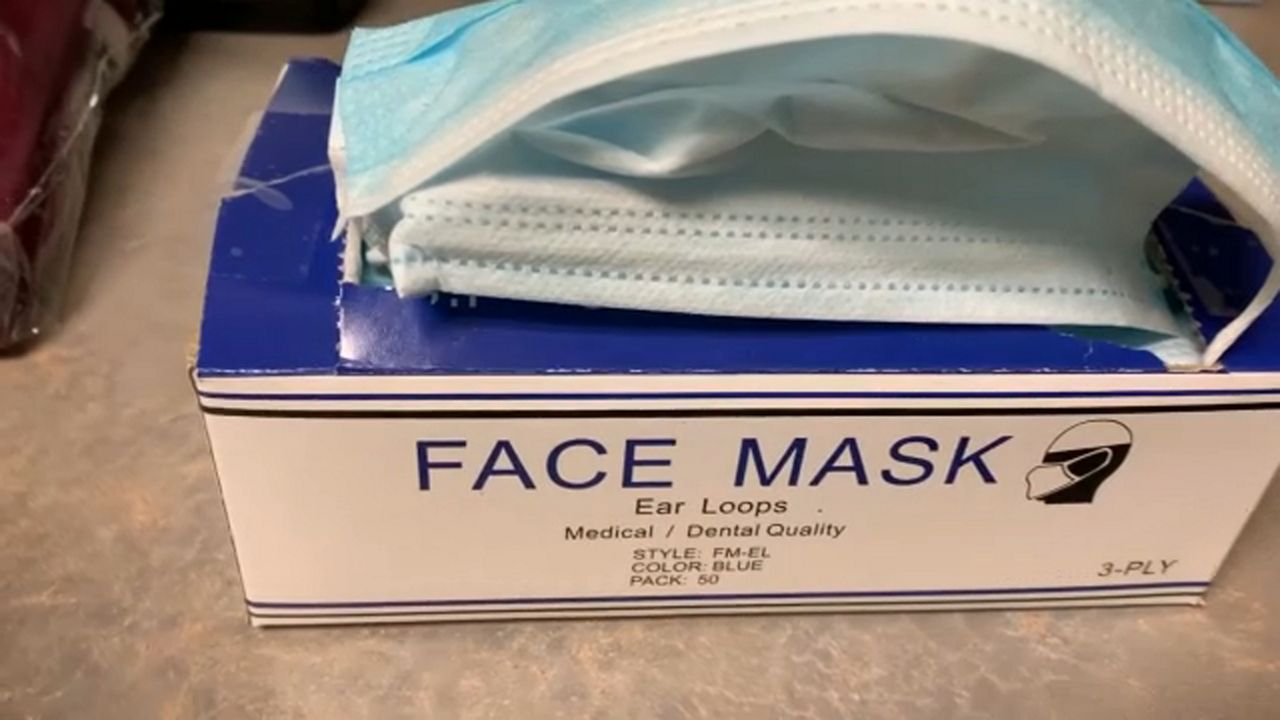 Tampa, St. Petersburg Offers Free Masks While Supplies Last