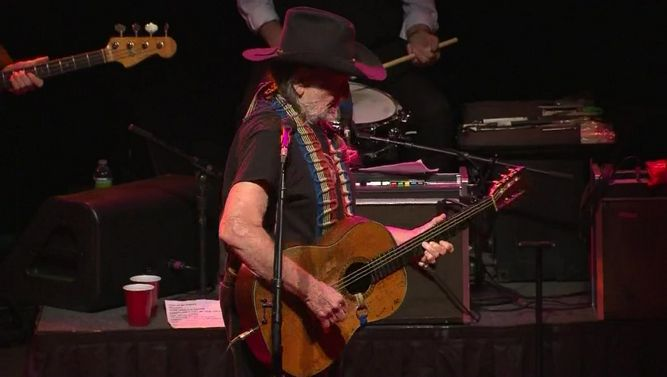 Willie Nelson Cancels Tour Over Breathing Problems