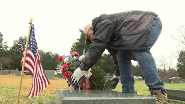 Wreaths Across America Honors Veterans at Oakwood Cemetery