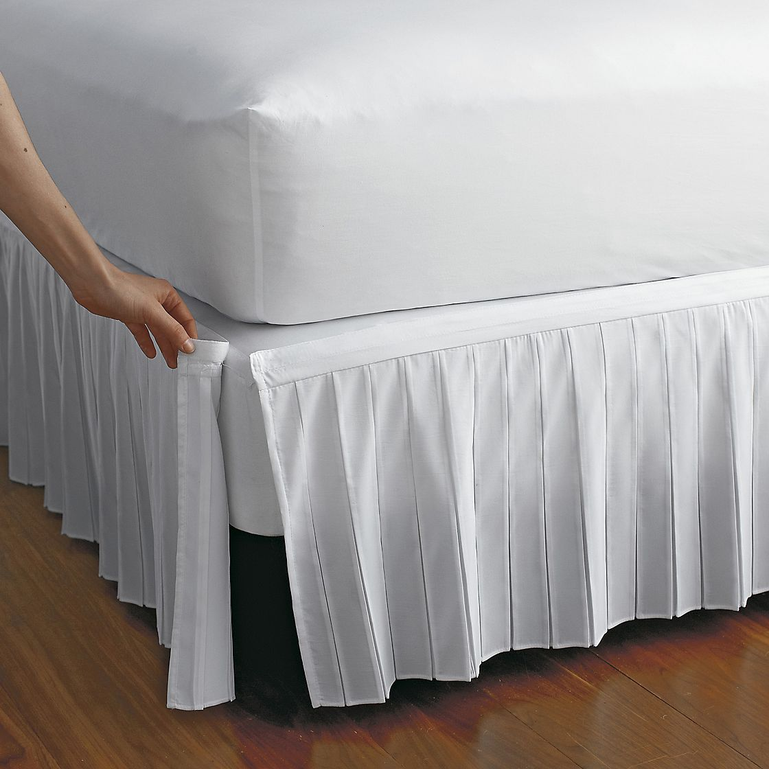 Bed Skirt Solid Polyester Bed Dust Ruffle 3 Sided Coverage Queen/King/Tiwn/Full Give a stylish appearance to a bed and prevent dust accumulating under it with bed skirt. Our bed skirt is made of % polyester making it easy to clean, machine washable.