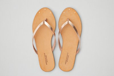 4 Sandals that are perfect for summer; AE rose gold flip flop