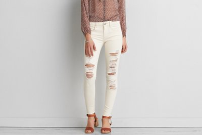 How to Style White Jeans; distressed American Eagle
