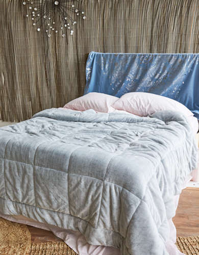 AEO APT Full/Queen Plush Comforter