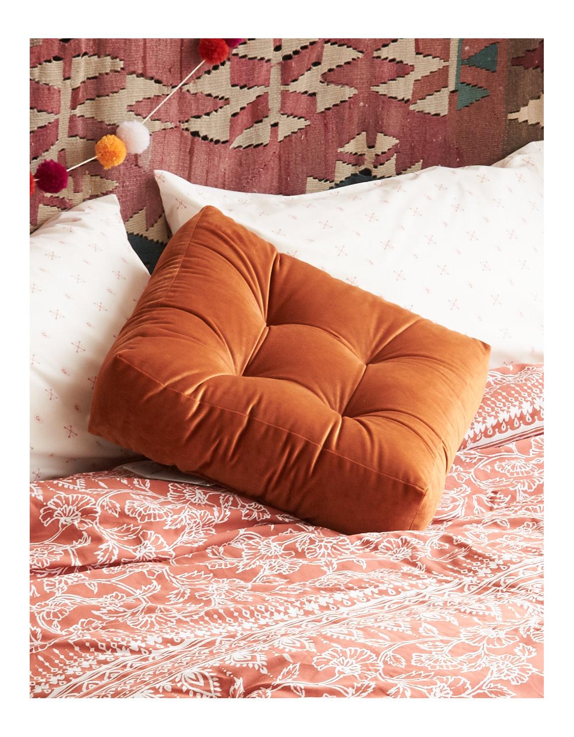 Aeo Apt Velvet Floor Cushion