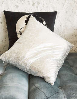 Dormify Crackle Metallic Pillow