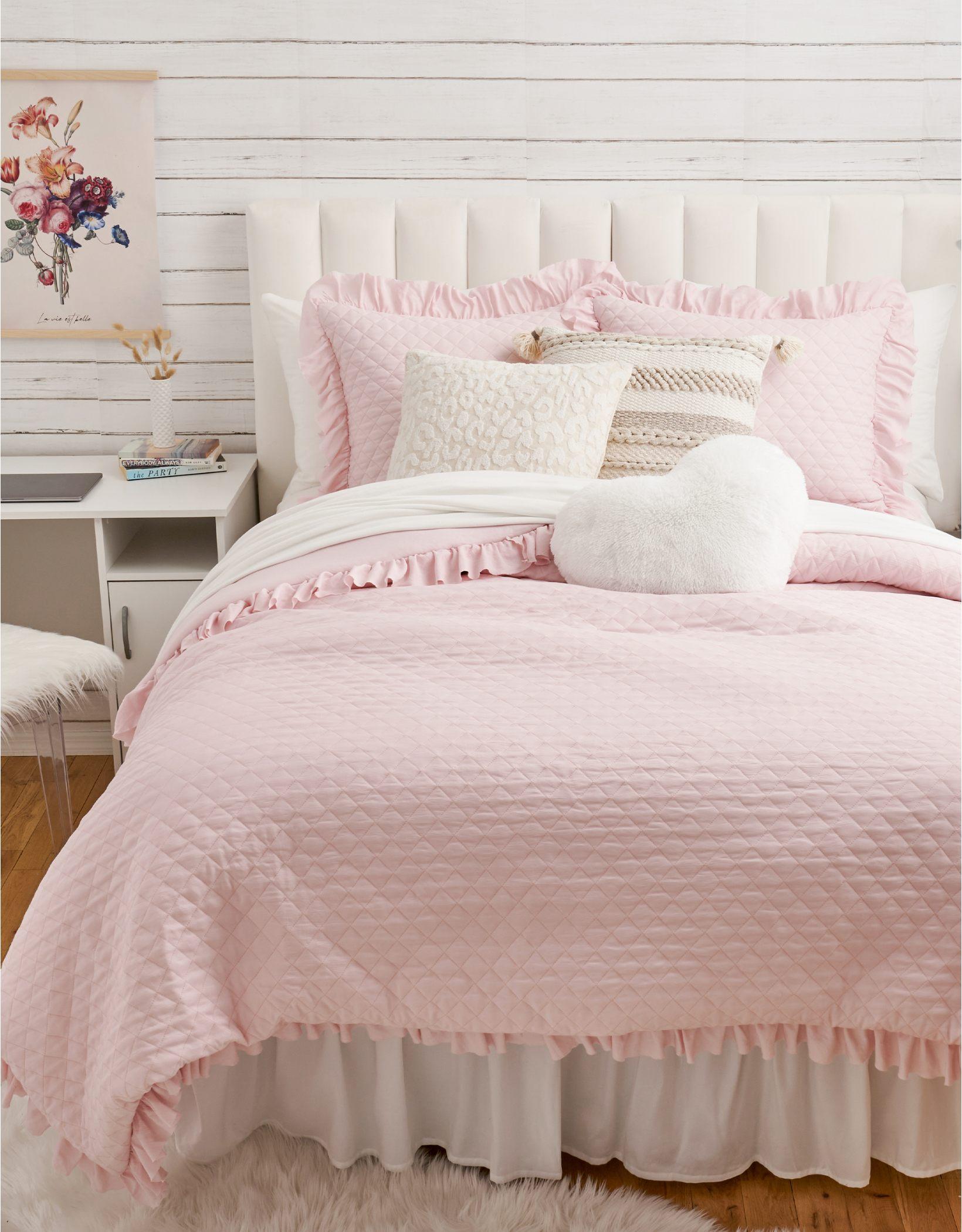 Dormify Ruffled Edge Queen Comforter & Sham Set
